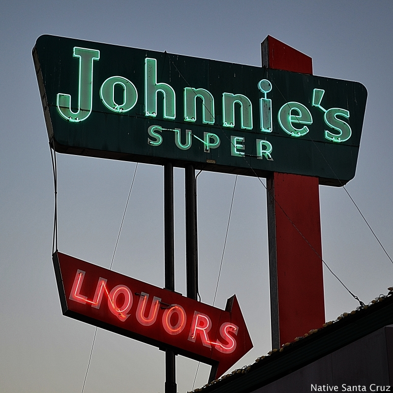 Johnnie's Super